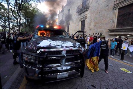 Estalla violencia y condena por muerte de Giovanni López