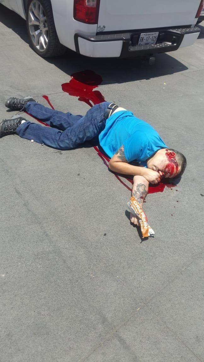 Un hombre fue ejecutado la tarde de ayer y otro más resultó lesionado, tras ser baleados frente a una gasolinera