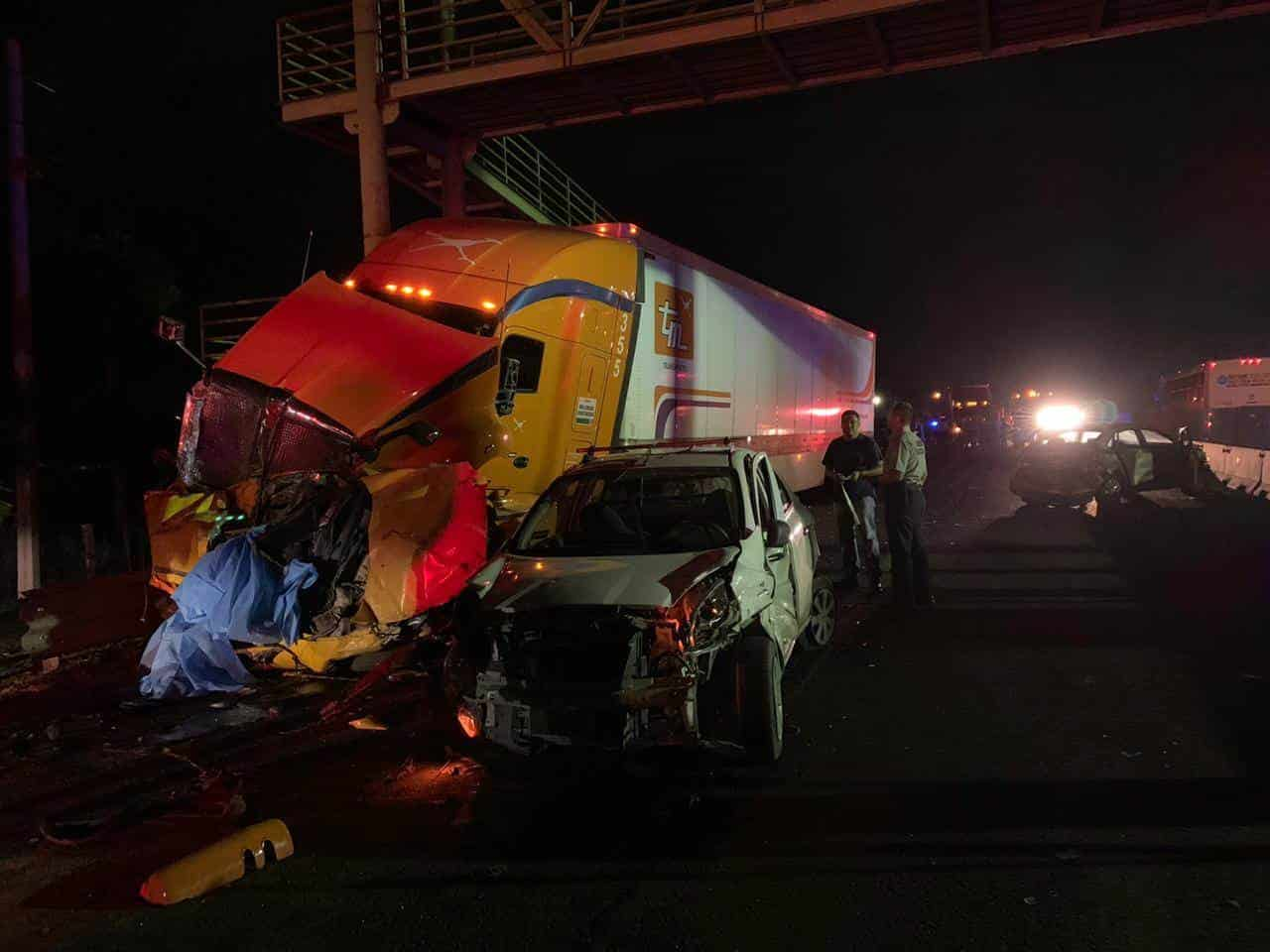 El accidente del tráiler se impactó contra ocho vehículos dejó dos víctimas más, con lo cual ya son cuatro los fallecidos
