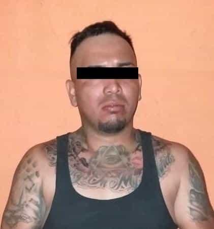 En el momento en que peleaba en la calle con otra persona, un narcomenudista al que le encontraron más de dos kilos de droga, fue detenido