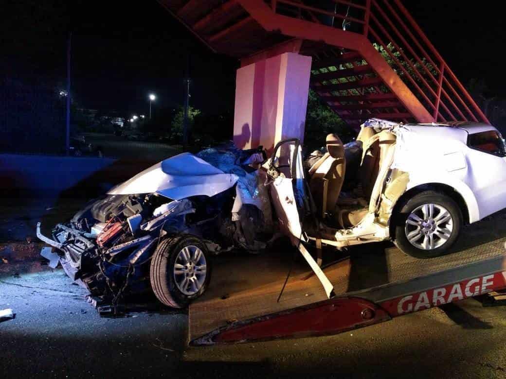La joven que estrelló su vehículo contra la base de un puente, murió al ingresar al hospital