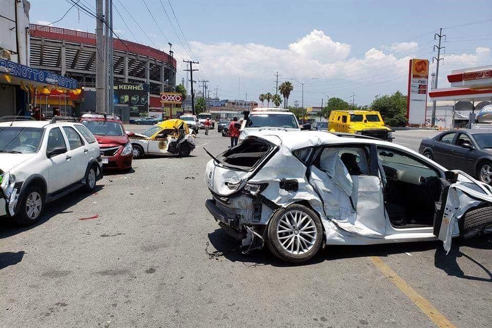 Provocó una carambola donde se vieron involucrados cinco automóviles
