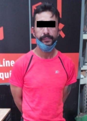 Los hombres fueron  detenidos luego de sustraer diversos artículos en un par de negocios