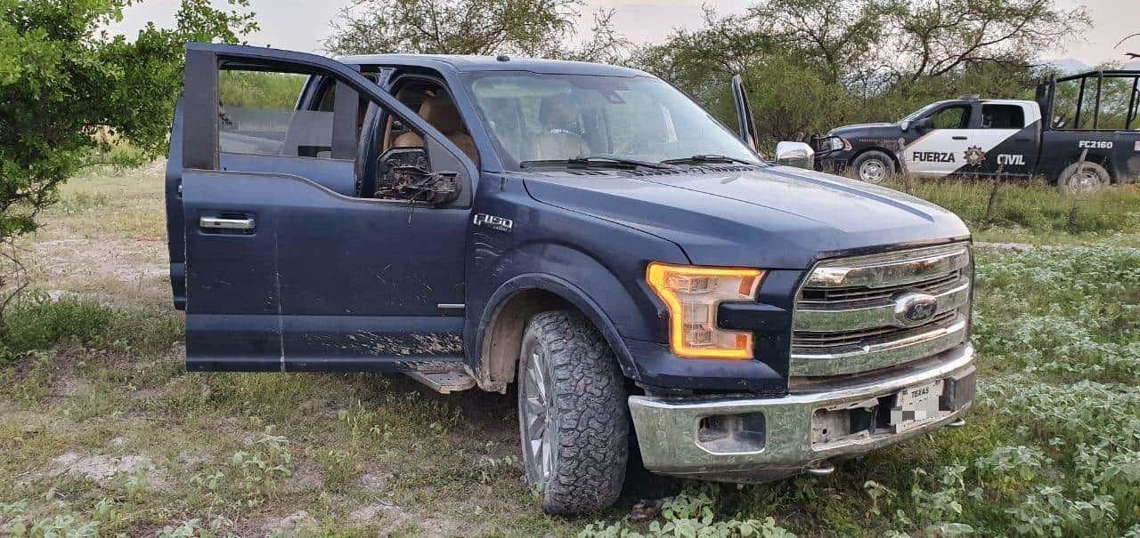 Aseguraron armas y droga en una brecha, luego de que los sospechosos abandonaron la camioneta en que viajaban