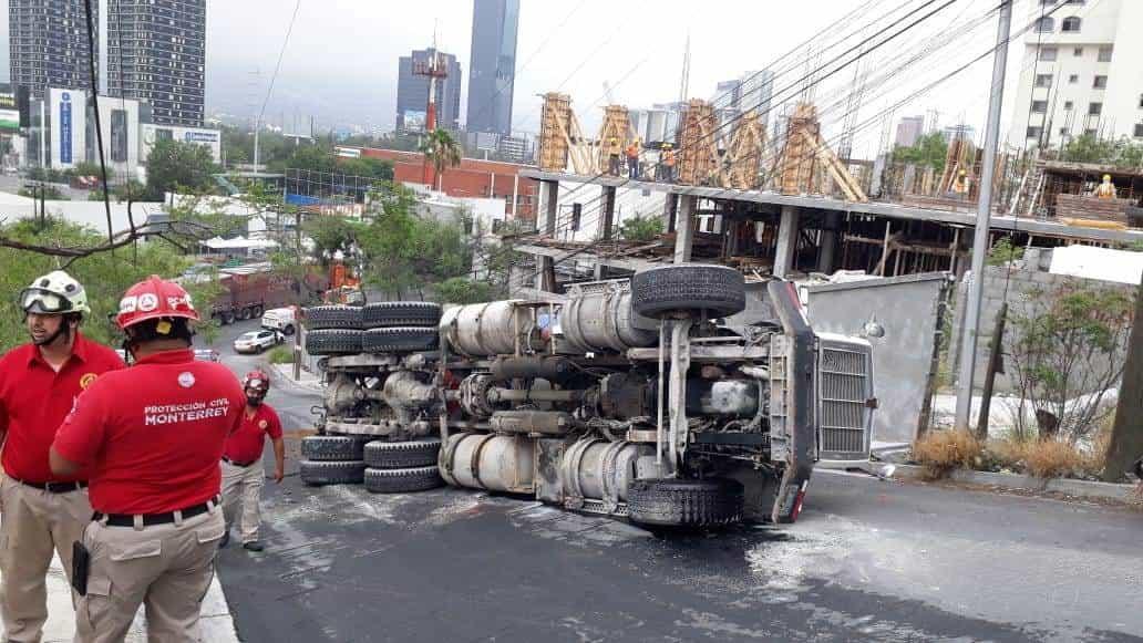 La revolvedora llevaba varias toneladas de cemento
