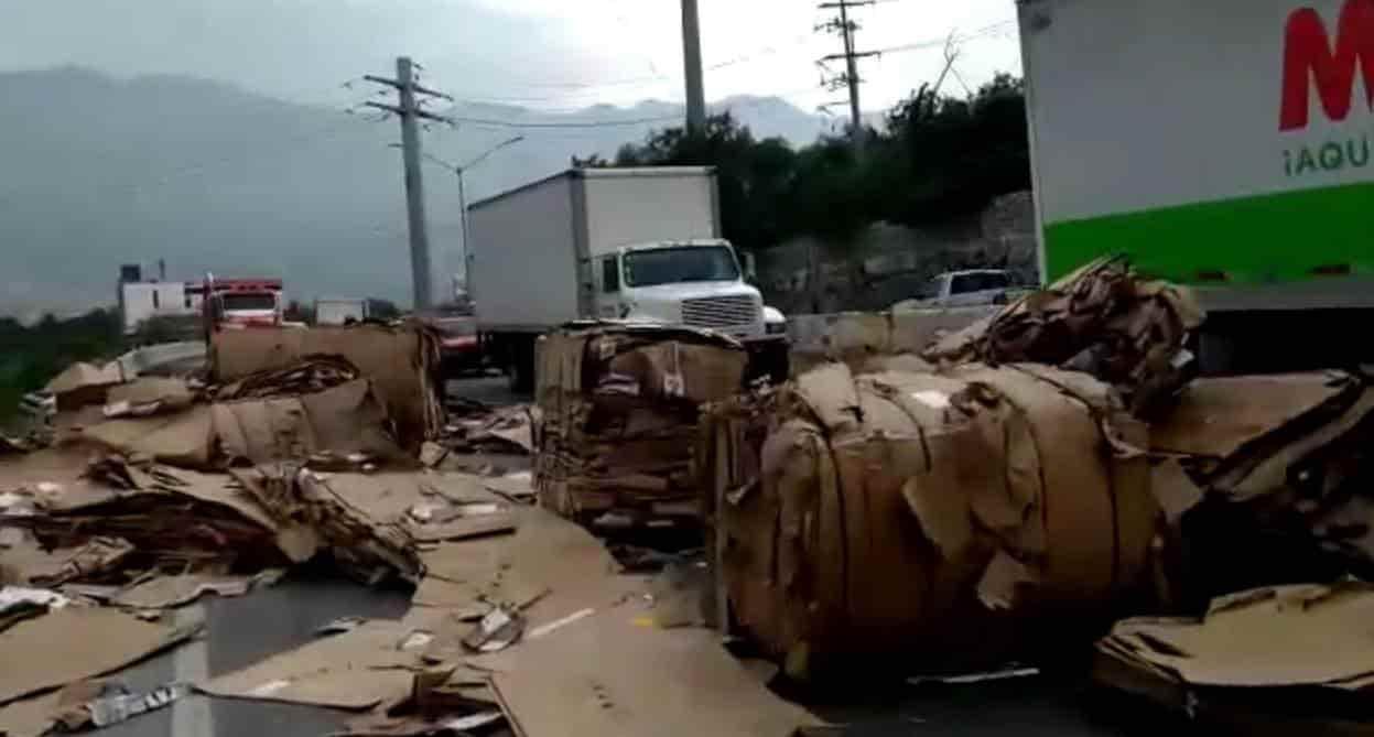 Transportaba unas 15 toneladas de papel reciclable