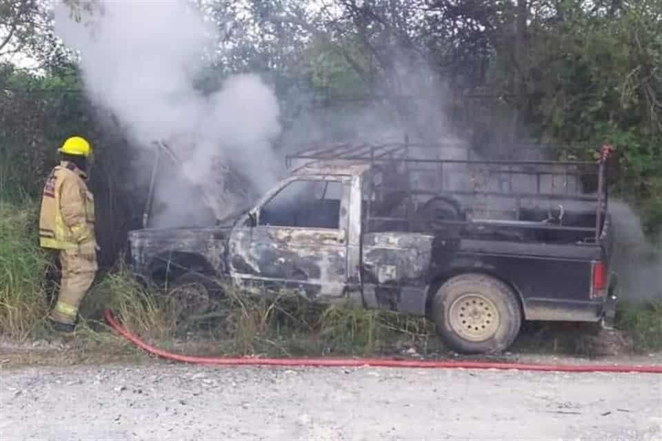La camioneta comenzó a incendiarse debido a un corto circuito