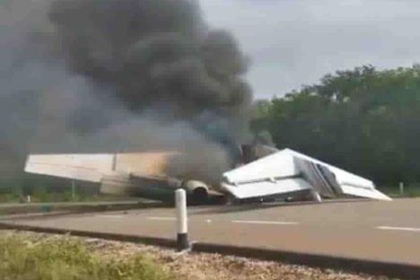 Avioneta aterriza de emergencia y se incendia en QR