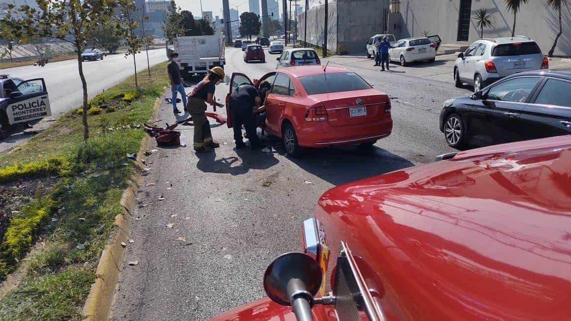 Una supuesta falla en los frenos, hizo que un trailero chocara contra cinco vehículos