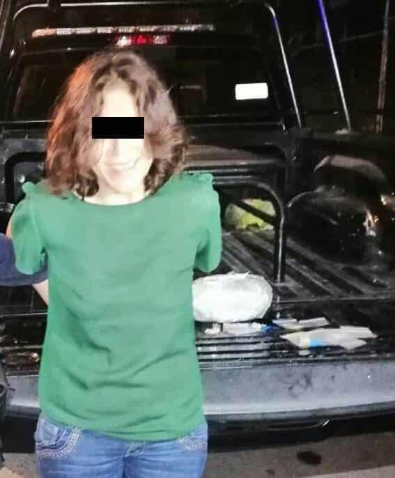 Se le encontró una bolsa grande con marihuana y tres dosis de cocaína en piedra