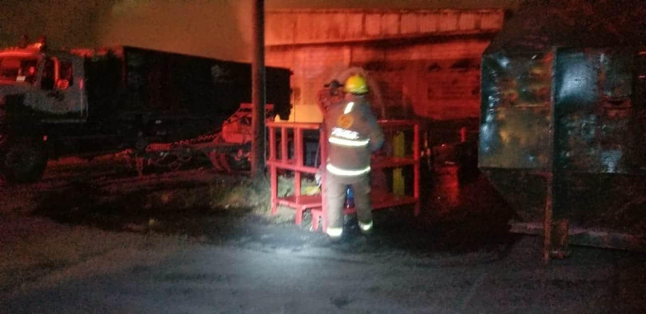 El incendio se registró en el área de desechos sólidos de una empresa recicladora