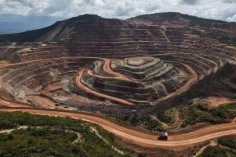 Niegan salida de mineras