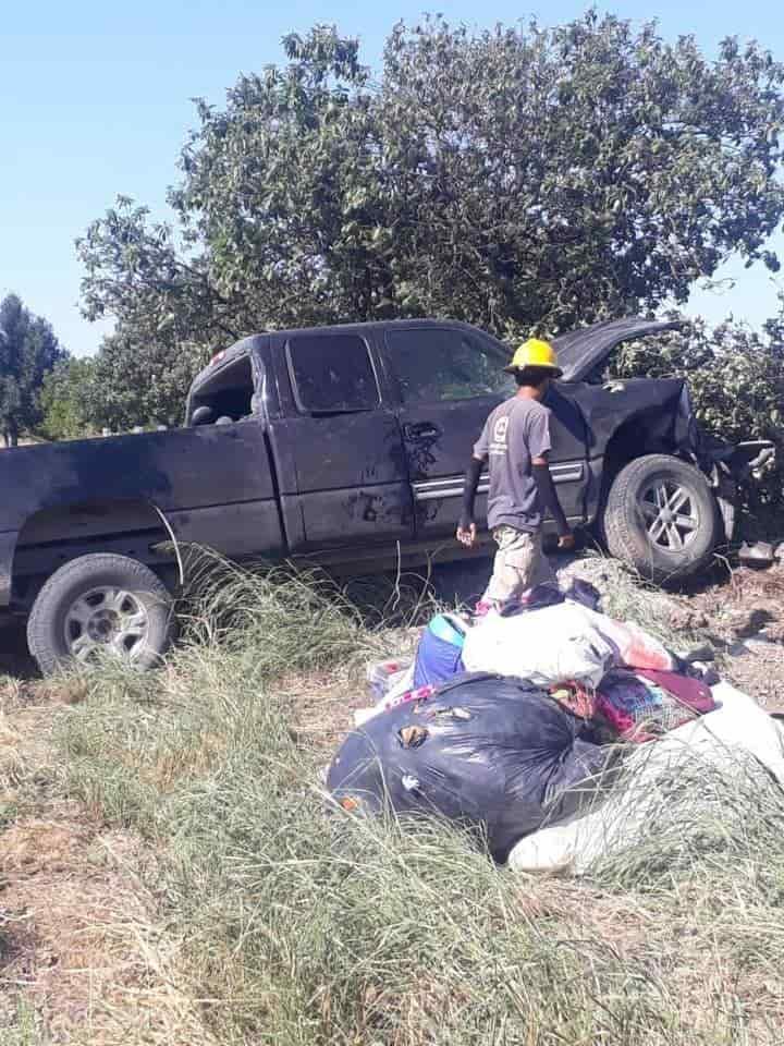 Terminaron con diversas lesiones, al chocar la camioneta en que viajaban a Terán