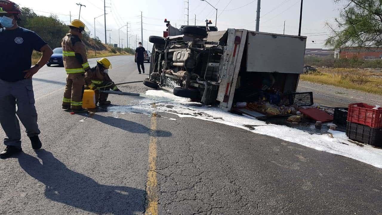 La volcadura se registró alrededor de las 10:20 horas, en la Carretera a García kilómetro 3