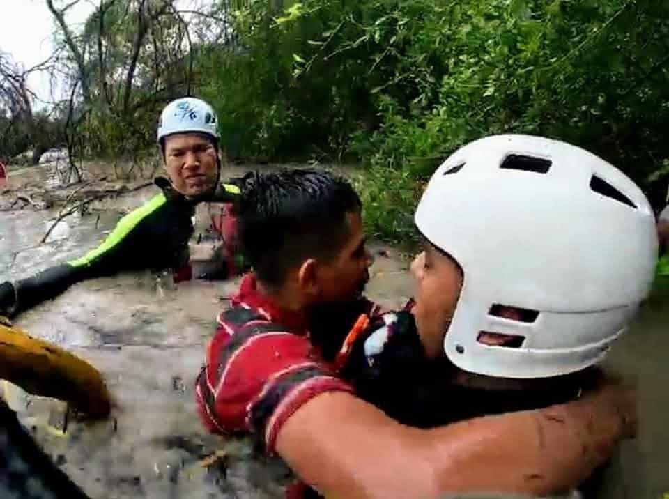 Dos adultos y un menor fueron ubicados y rescatados por elementos de Protección Civil