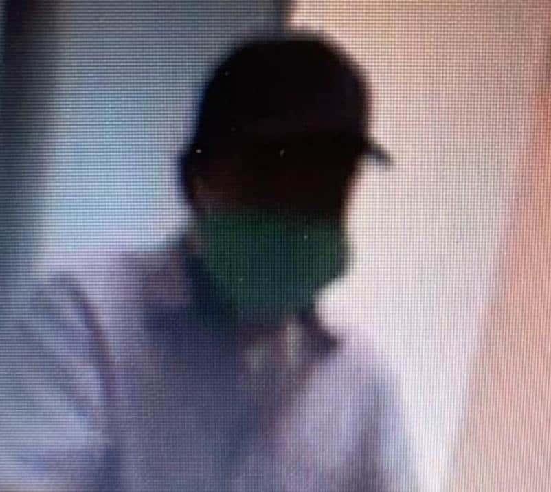Con cubre bocas y armado con una pistola, un hombre asaltó un banco
