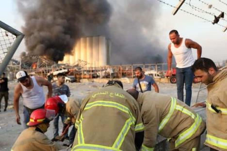 Dos grandes explosiones dejan decenas de heridos en Beirut