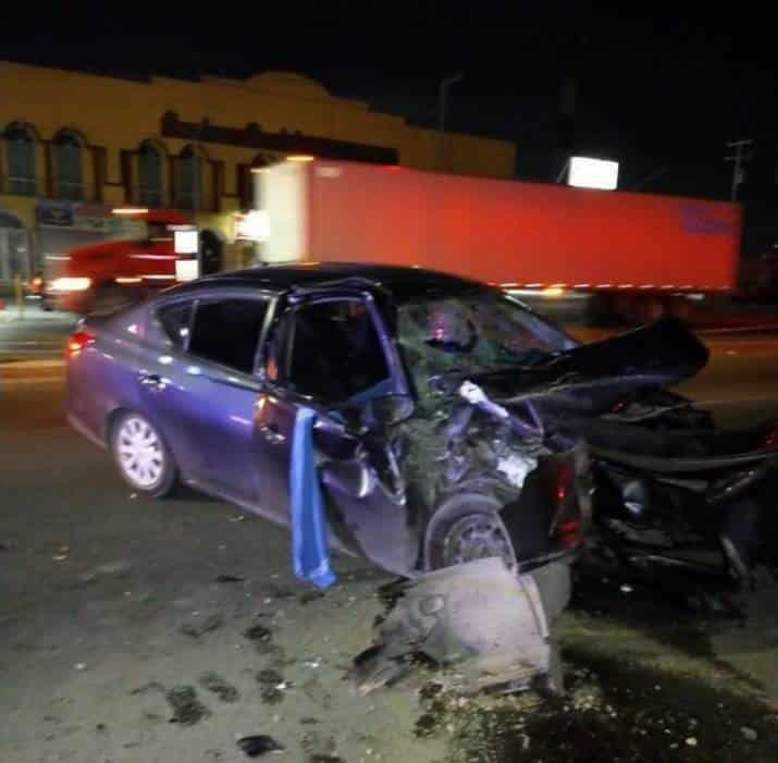Luego de chocar su unidad contra la plataforma de un tráiler, el conductor perdió la vida