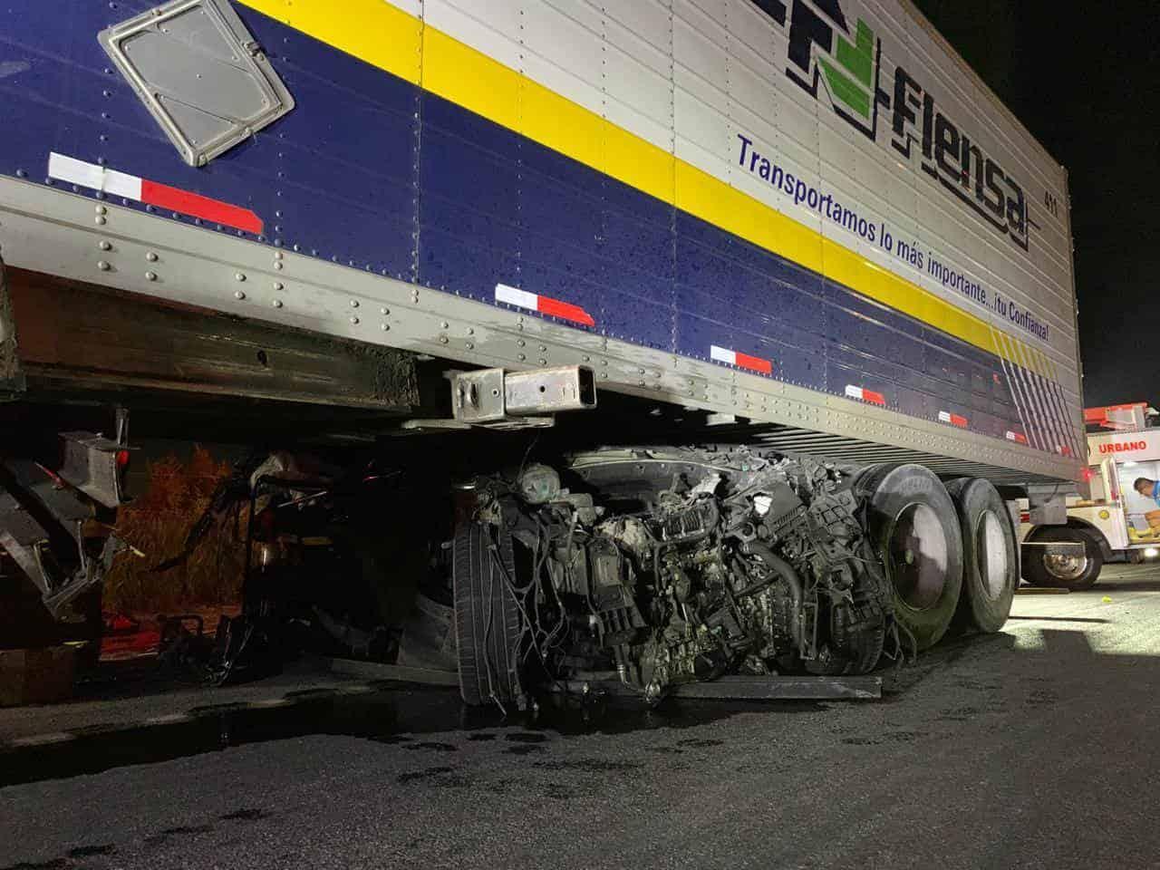 El conductor de una camioneta resultó gravemente lesionado al ser arrastrado al menos 200 metros