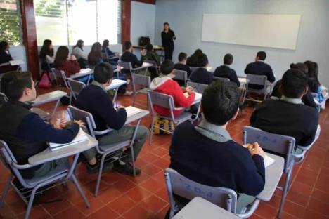 AMLO analiza apoyos para escuelas particulares