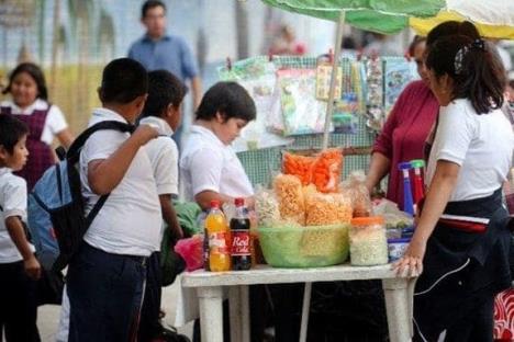 """Analiza CDMX prohibir venta de comida """"chatarra"""" a menores"""