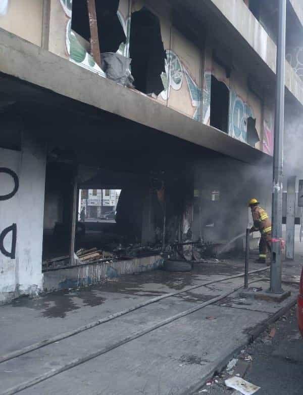 Varios vagabundos incendiaron en forma intencional un edificio abandonado