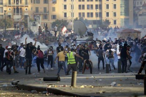 Libaneses protestan tras las explosiones en Beirut