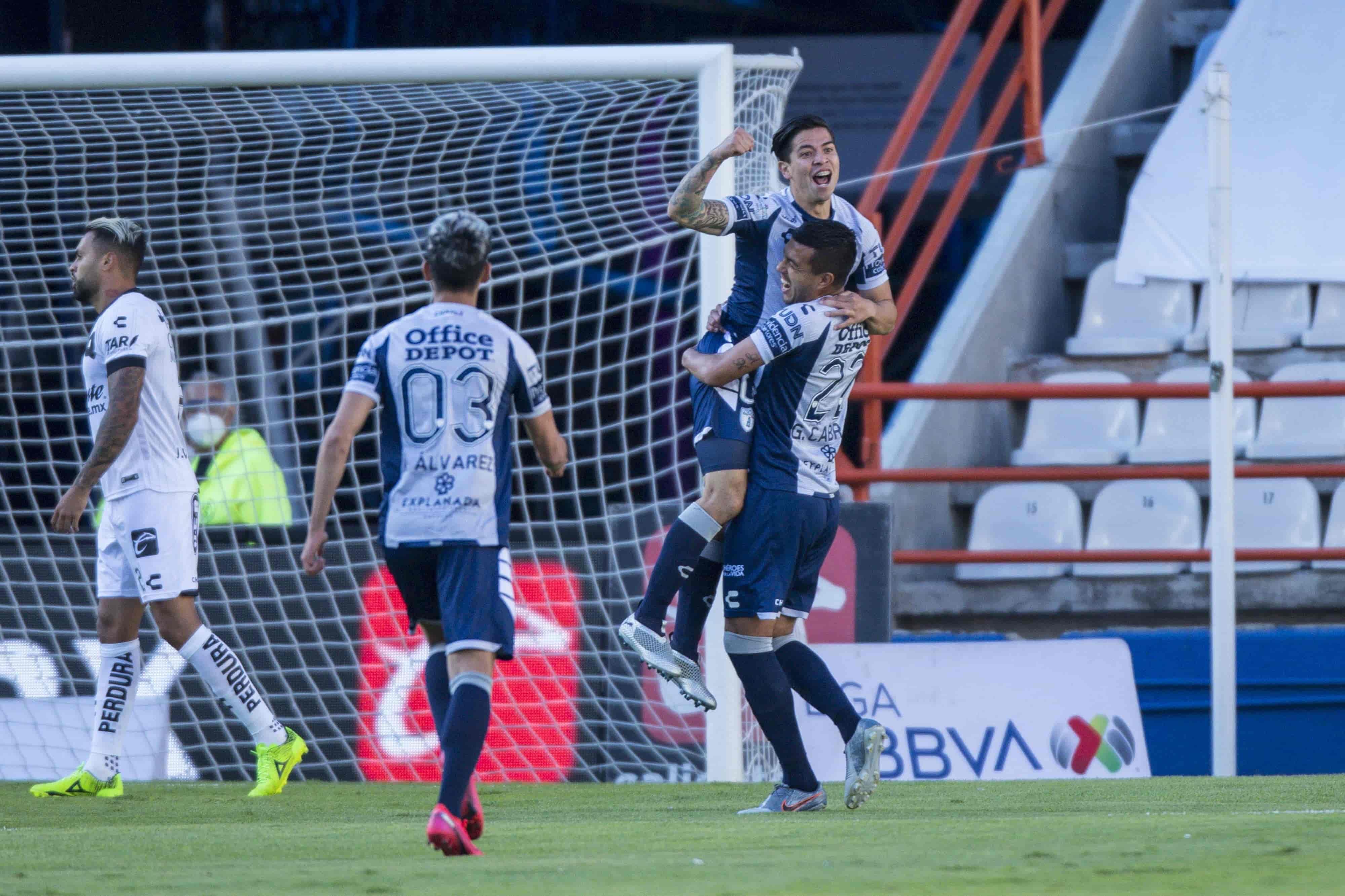 Pachuca le gana a Querétaro 1-0