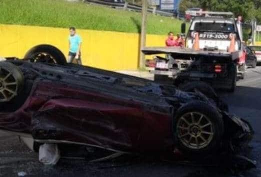 El conductor resultó lesionado luego de caer y volcar en un desnivel