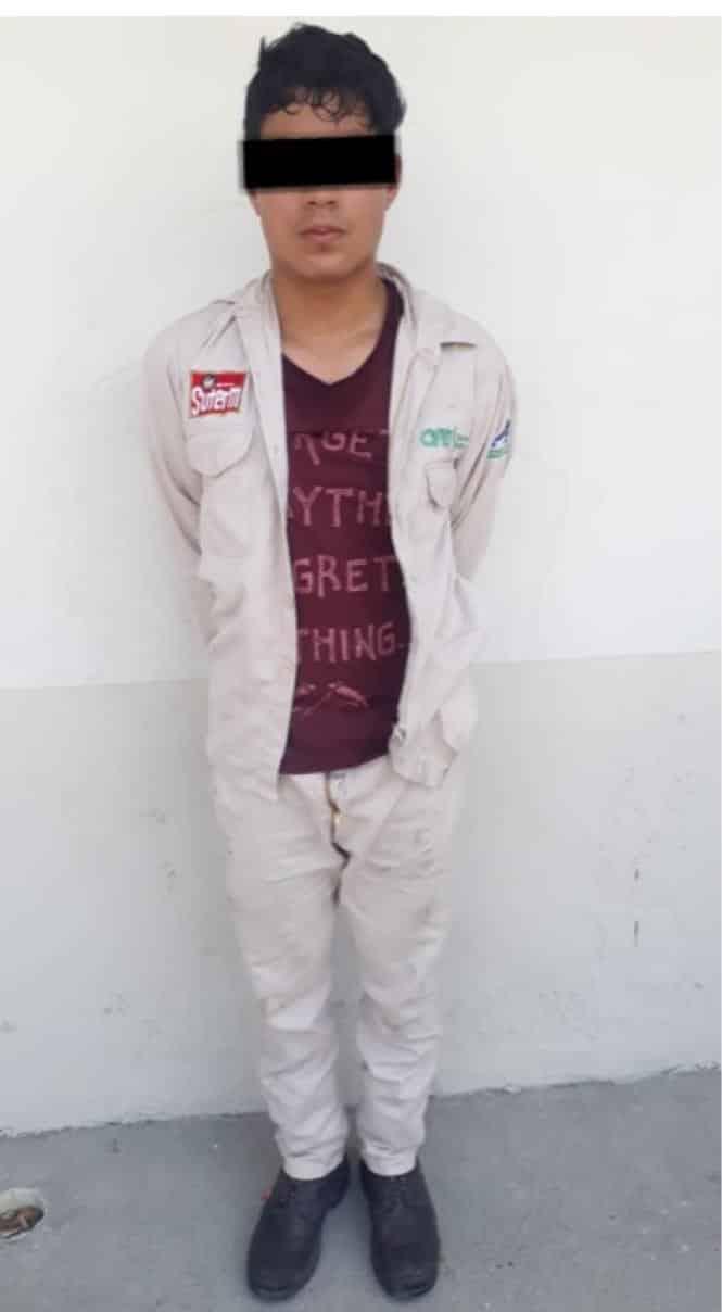 Dos jóvenes denunciados por intento de extorsión y usurpación de funciones al hacerse pasar como trabajadores de la CFE y pedir dinero, fueron detenidos