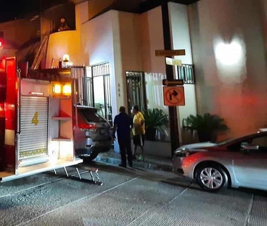 La familia fue rescatada después que su casa comenzó a incendiarse