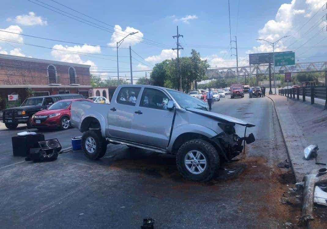 El conductor perdió la vida en forma trágica al terminar prensado en su camioneta