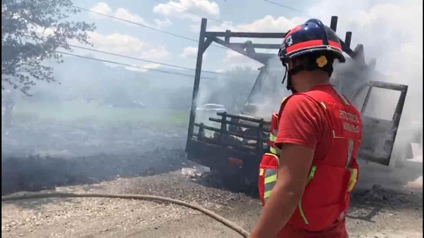 El incendio de un camión materialista se registró en Montemorelos