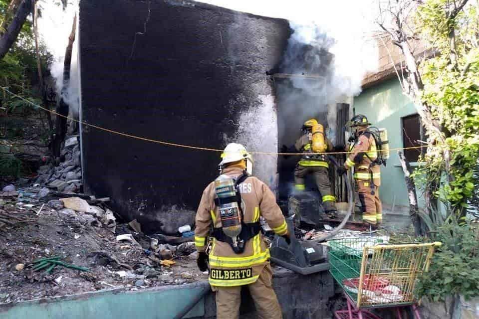 El hombre que al parecer sufre de sus facultades mentales, provocó un incendio en su casa