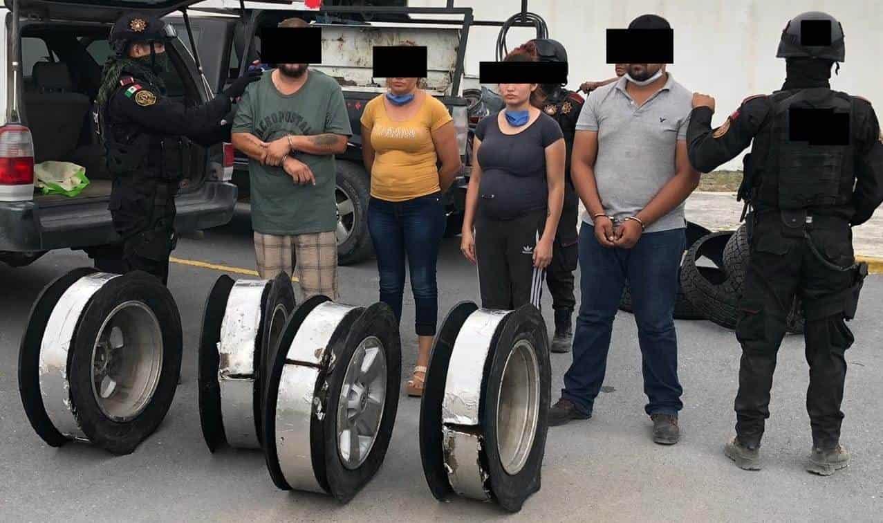 Llevaban 76 kilos de metanfetamina (cristal) escondidos en las llantas de la camioneta