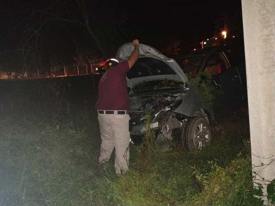 La mujer perdió el control de su vehículo y terminó volcando