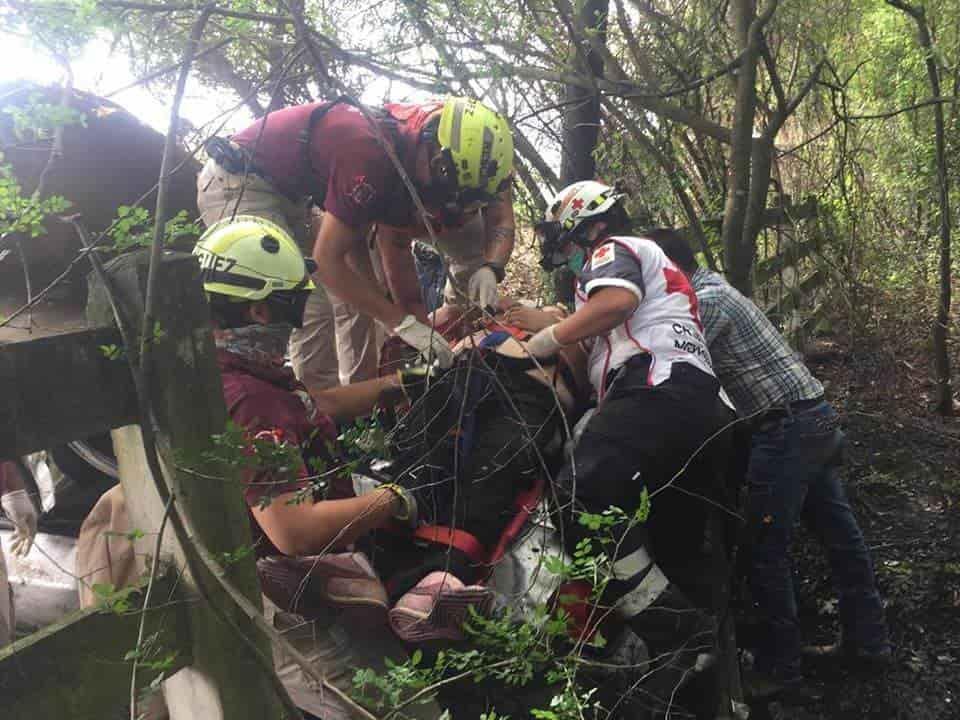 Terminaron con lesiones graves, al volcar el automóvil en que viajaban
