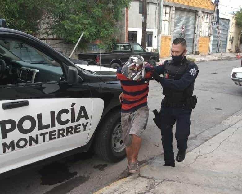 Lo arrestaron con la caja de soporte de un teléfono público que robó