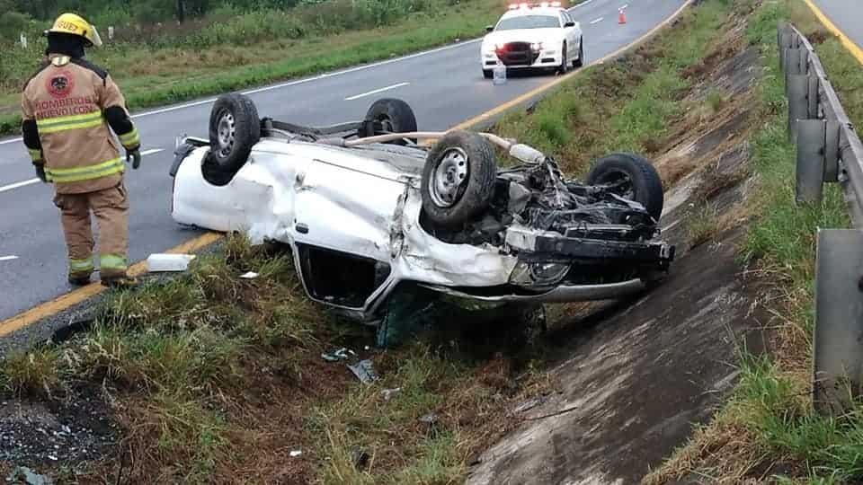 Terminó con lesiones de consideración al volcar su automóvil