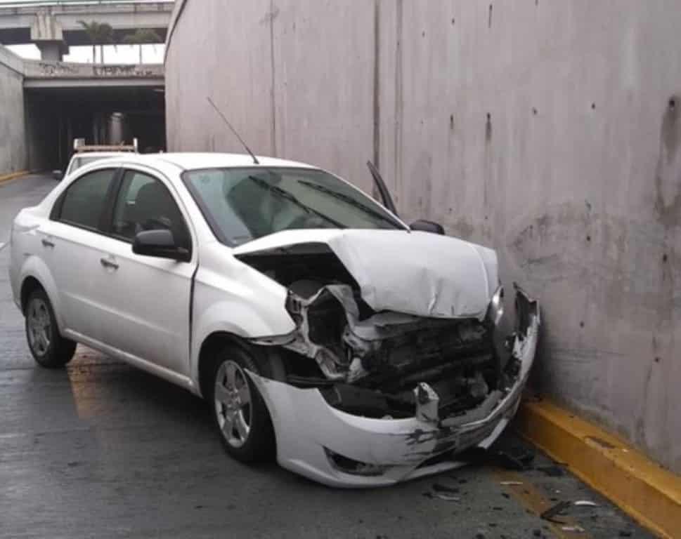 Resultó con diversas lesiones, al estrellarse contra un muro