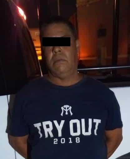 Lo arrestaron por causar daños al vidrio frontal de un tráiler