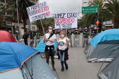 Instala Grupo anti-AMLO plantón en avenida Juárez