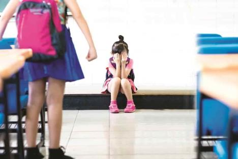 Dan 3 años de prisión a maestra por bullying