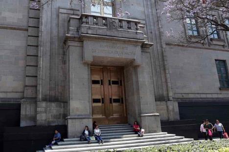 AMLO pide esperar que pleno de SCJN resuelva sobre consulta