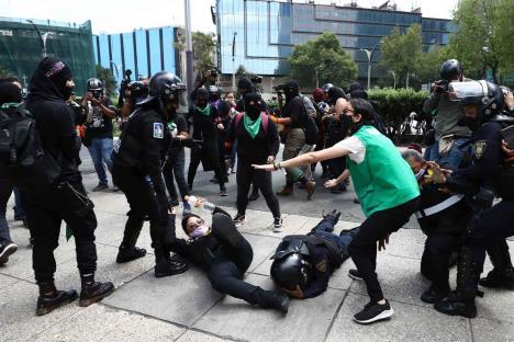 Patrocinan grupos criminales marchas y protestas