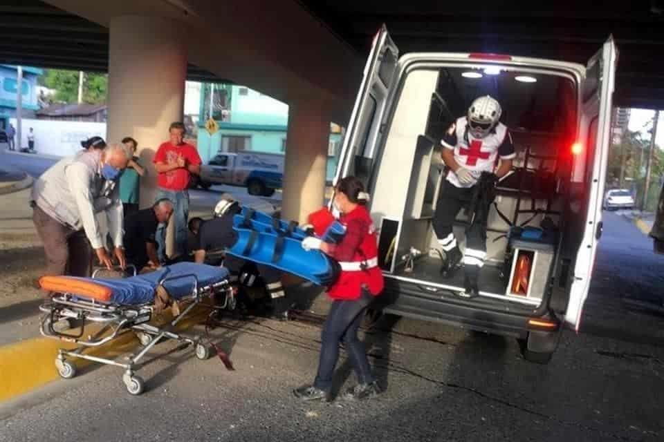 Se mantiene al borde de la muerte, después de ser aplastado por un camión torton