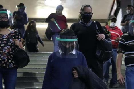 México suma 743 mil casos de Covid y 77 mil muertes