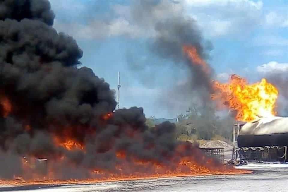 El incendio se registró en una fábrica de aceites ubicada en el municipio de Salinas Victoria