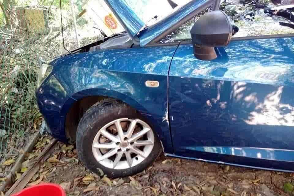 El sujeto chocó intencionalmente el vehículo de una pareja