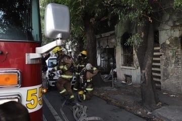 El incendio de una casa abandonada, provocó la movilización de los puestos de socorro